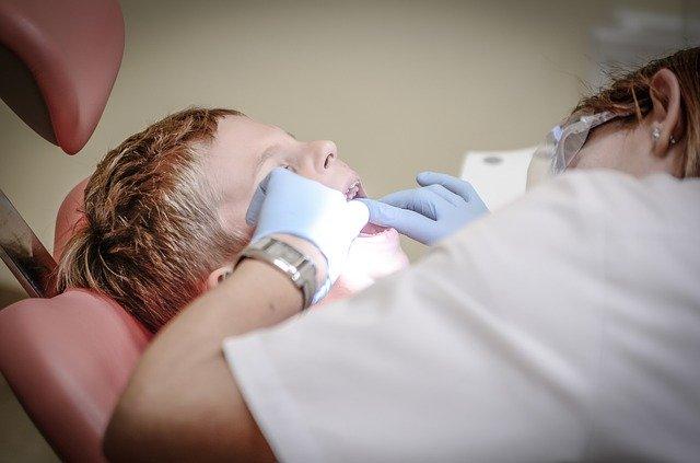 Dítě u zubaře.jpg