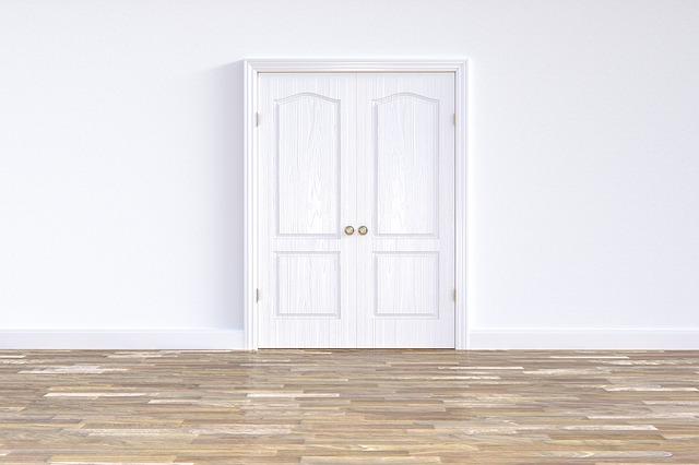 bílé dvoukřídlé PVC dveře